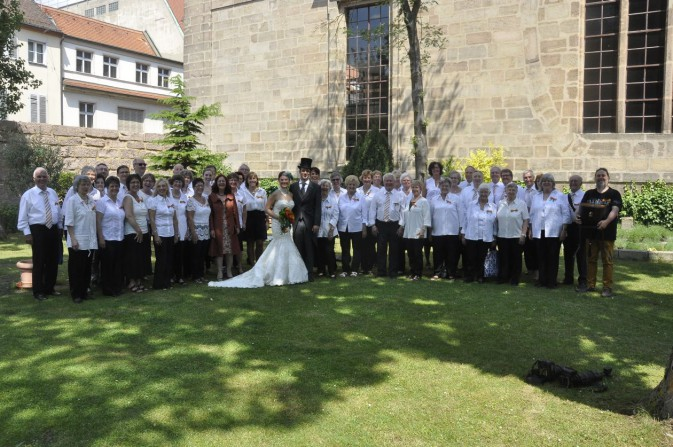 Das Brautpaar mit dem Chor